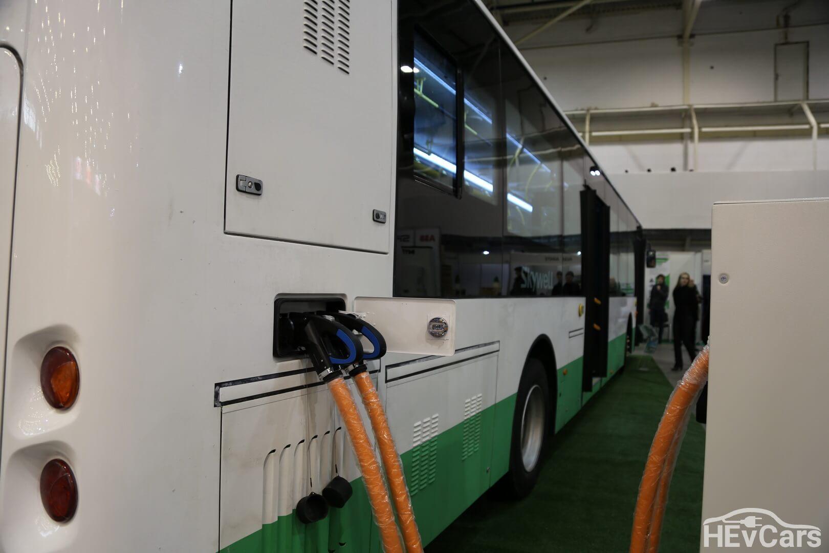 Зарядка электроавтобуса Skywell с помощью двух портов одновременно
