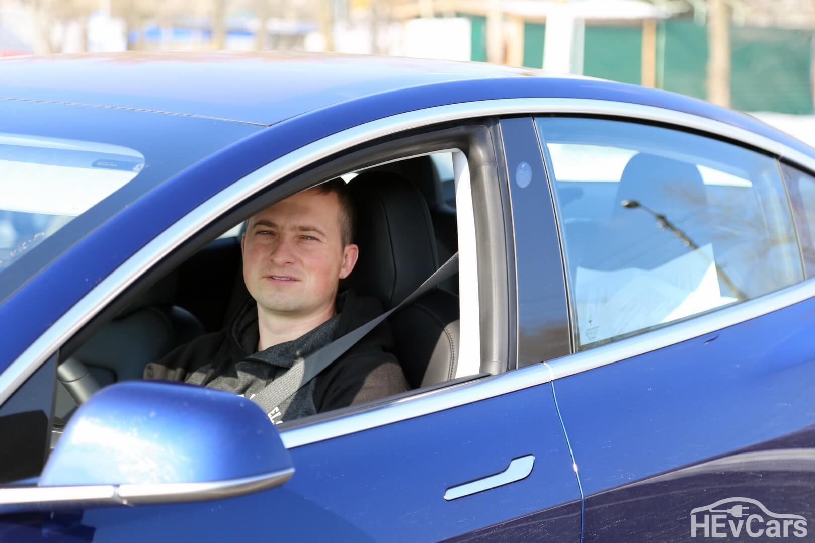 Александр Кравцов в Tesla Model 3
