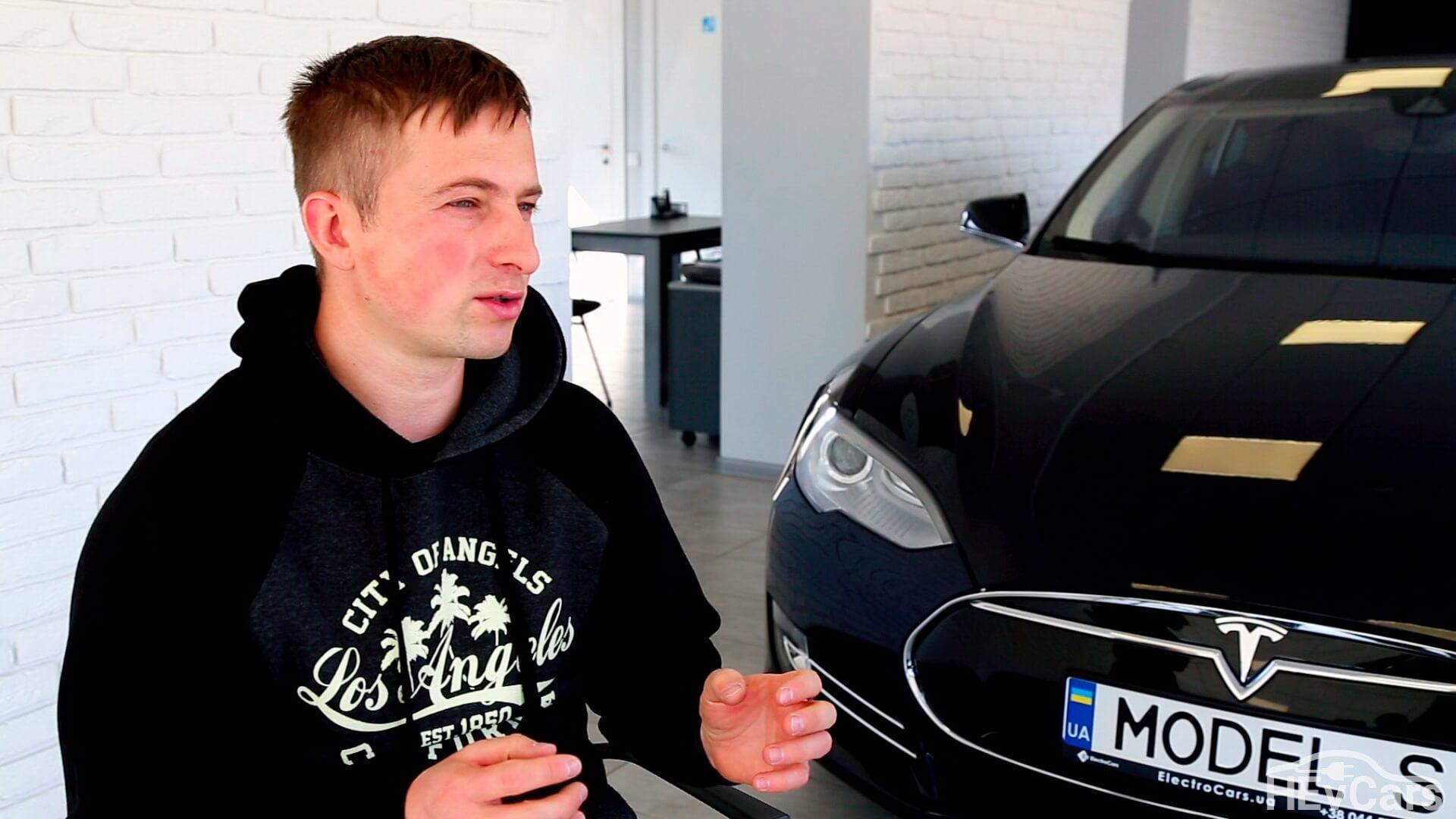 Владелец «Electrocars» Александр Кравцов во время интервью