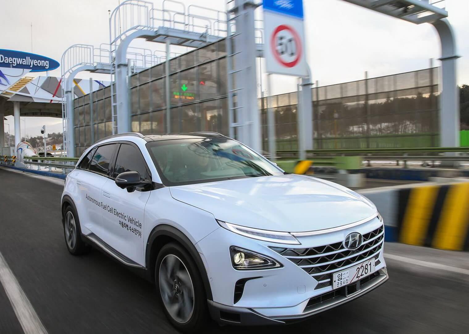 Автомобиль на топливных элементах Hyundai NEXO в автономном режиме