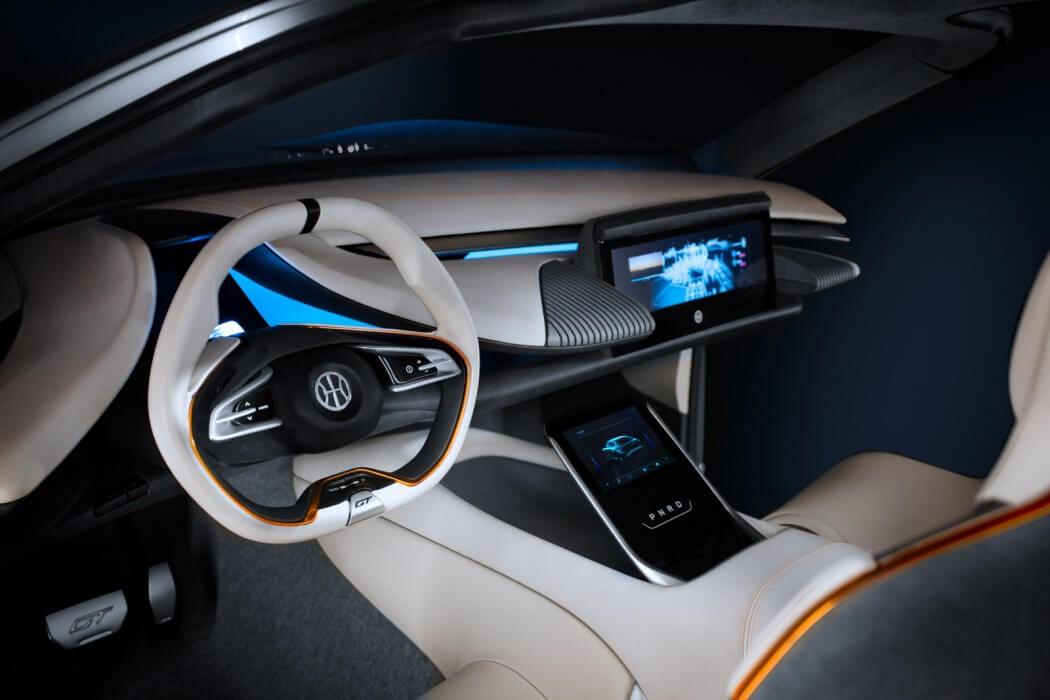 Приборная панель Pininfarina HK GT