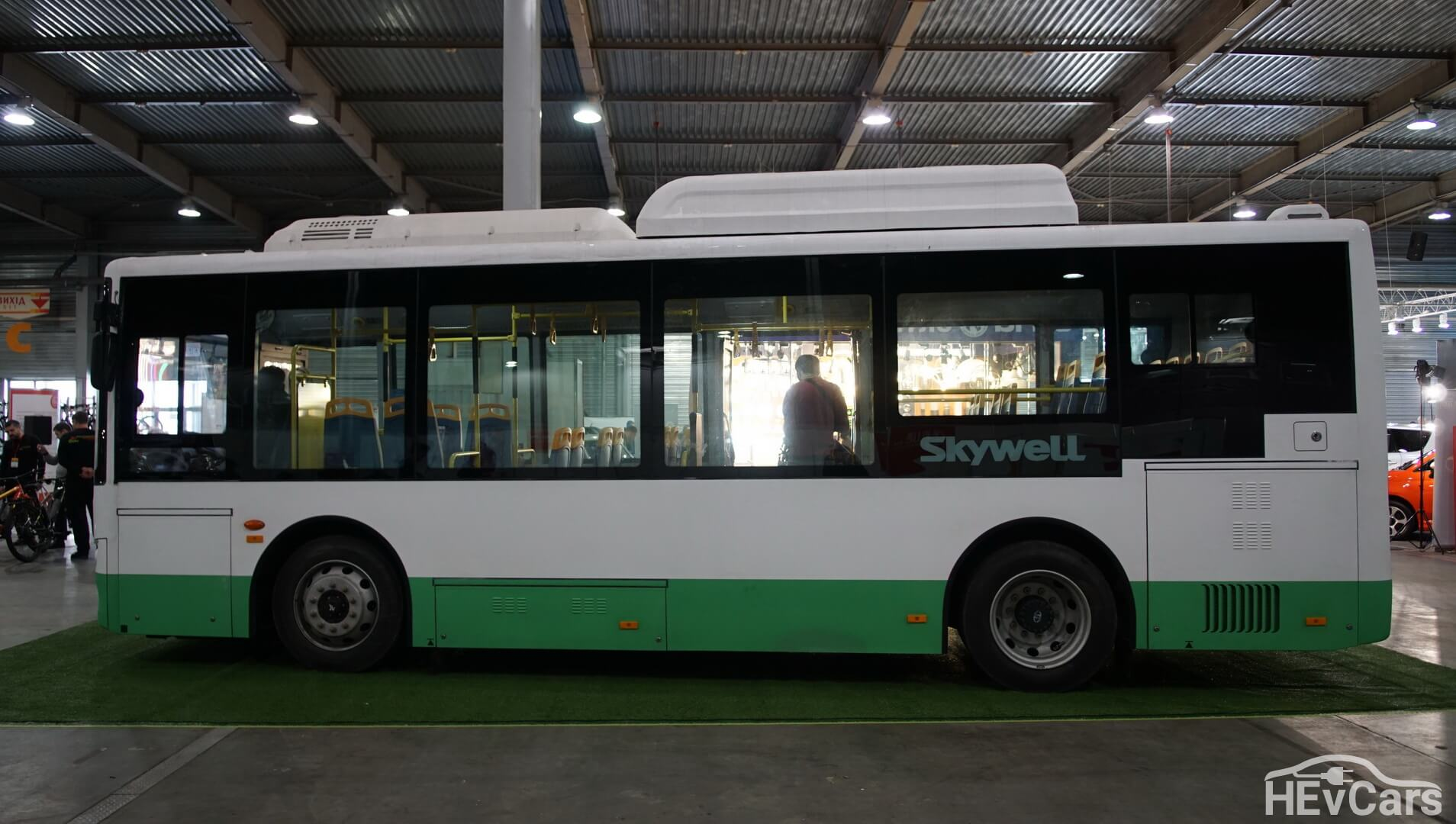 Компактная модель китайского электроавтобуса Skywell NJL6859BEV