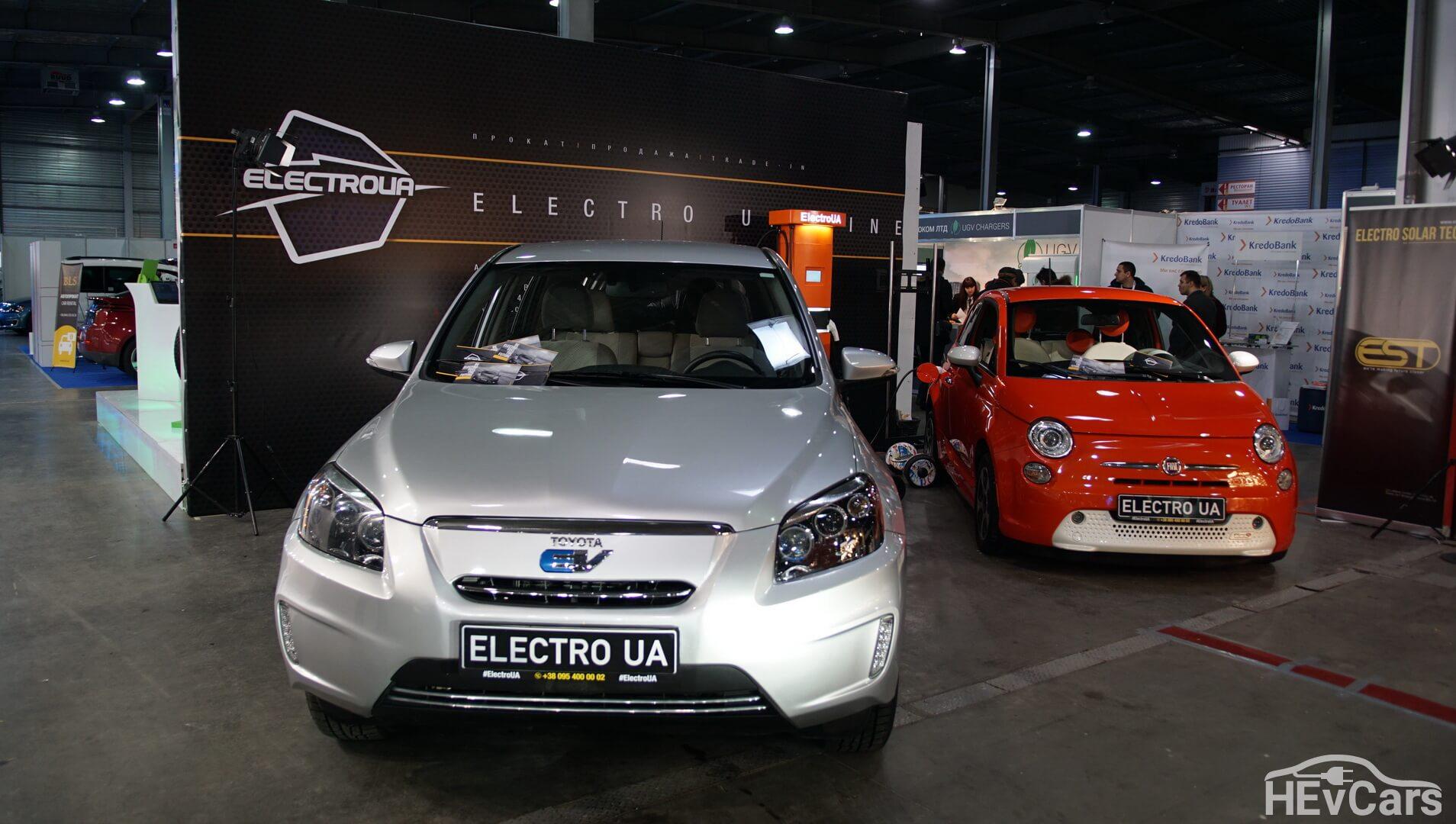 Электромобили Toyota RAV4 EV и Fiat 500e