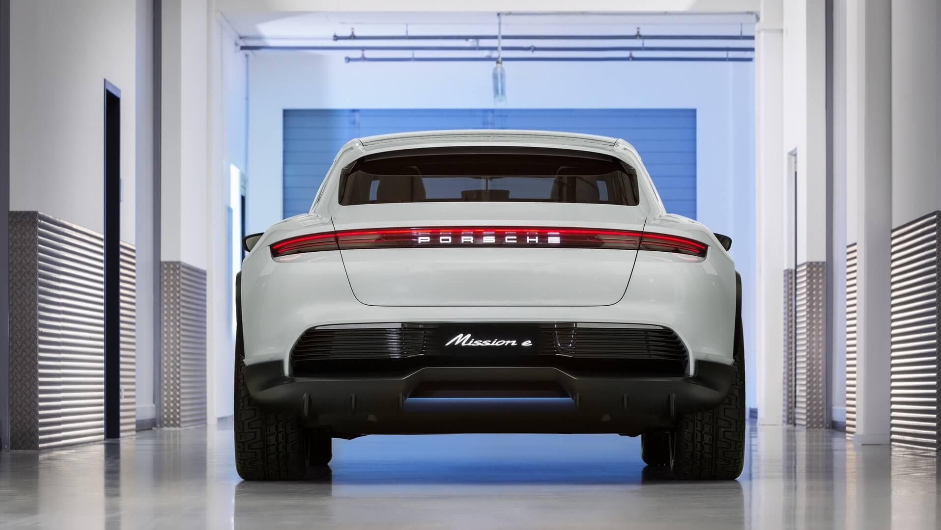 Электрокроссовер Porsche Mission E Cross Turismo