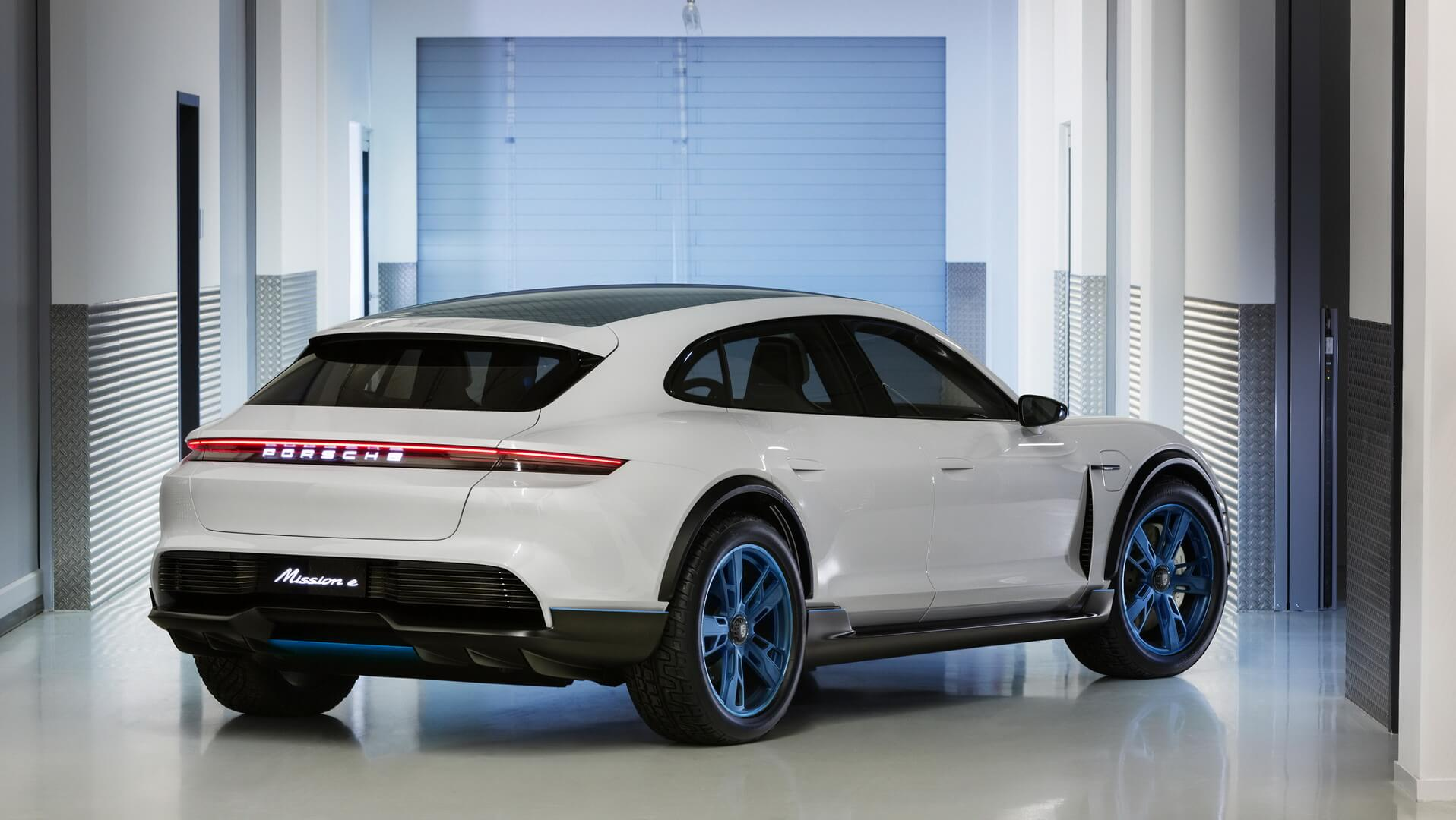 Концепт Porsche Mission E Cross Turismo