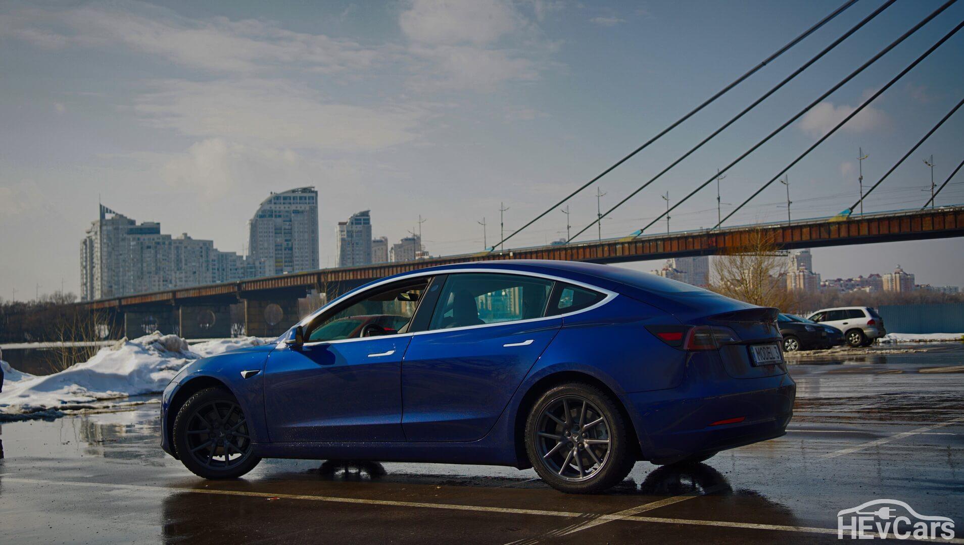 Лидер продаж электромобилей Tesla Model 3