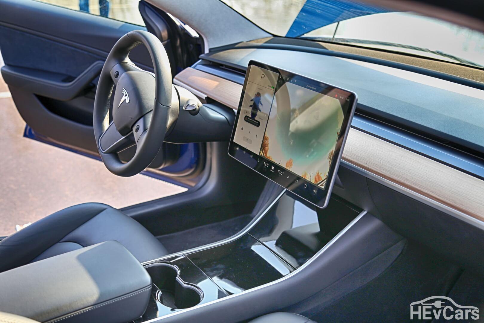 Приборная панель в Tesla Model 3