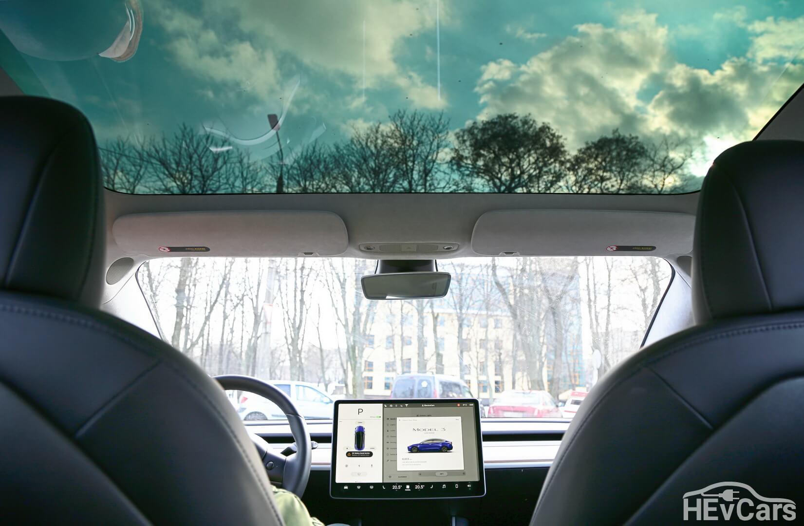 Панорамная крыша в Tesla Model 3