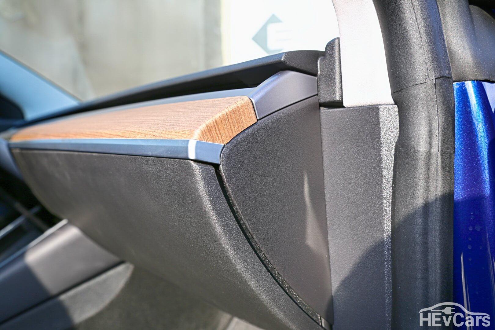 Отделка приборной панели Tesla Model 3