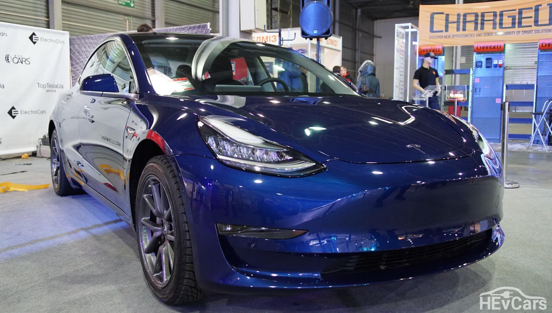 Эксклюзивная Tesla Model 3 на выставке Plug-In Ukraine 2018