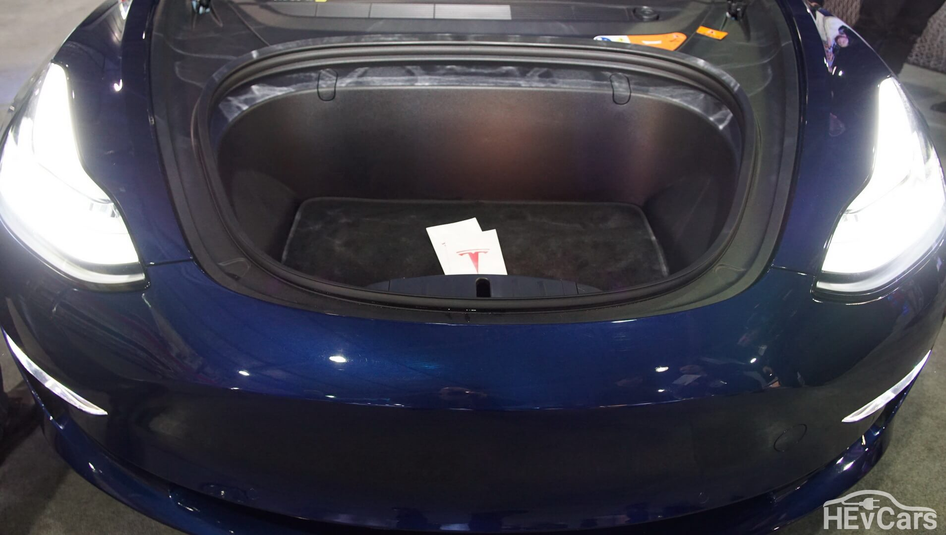 Передний багажник Tesla Model 3