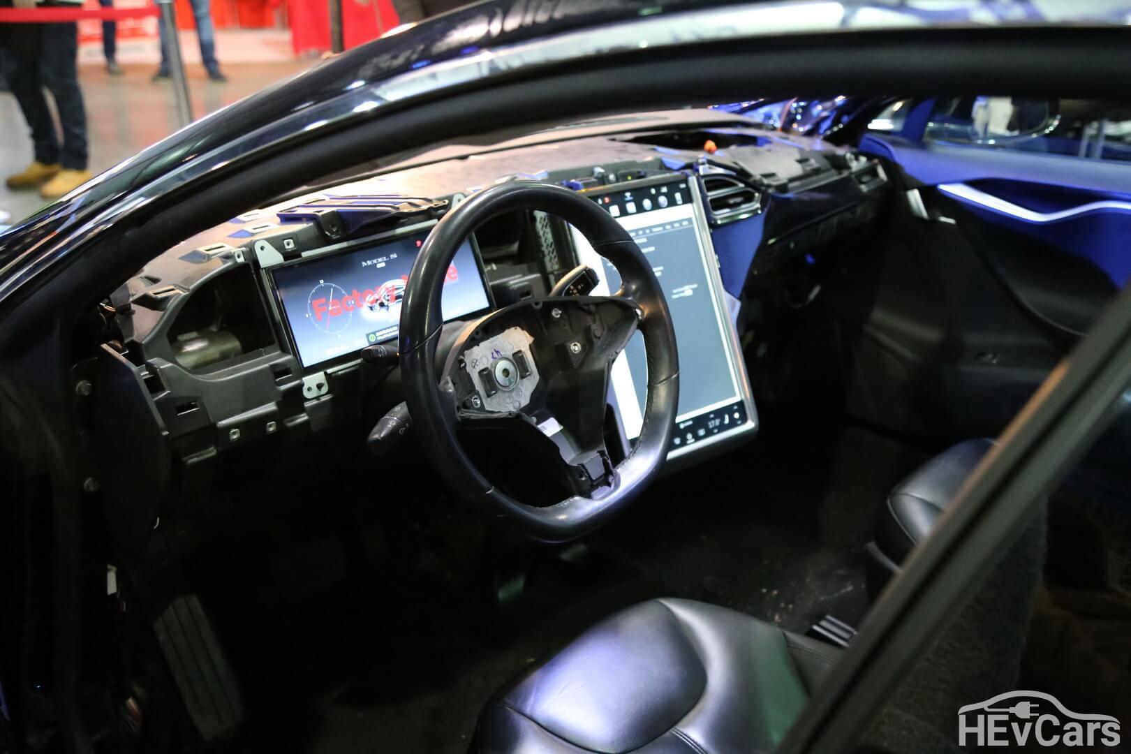 Салон Tesla Model S 85