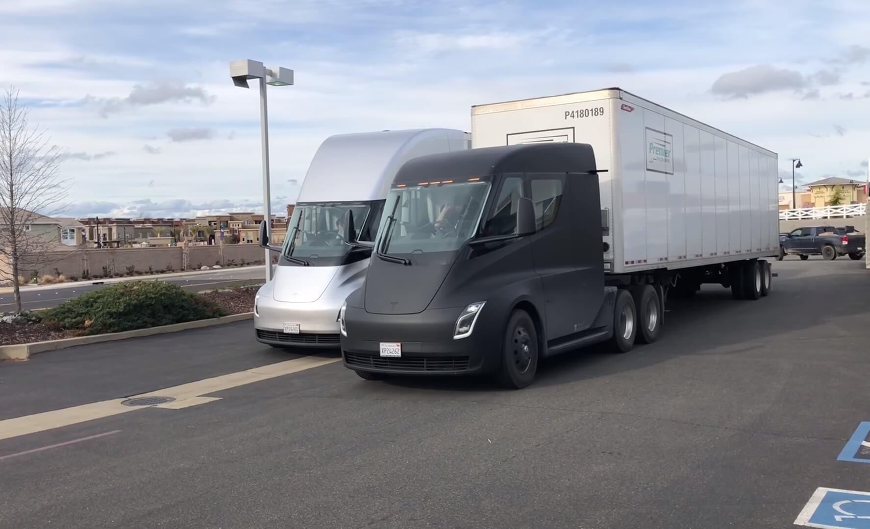 Прототипы Tesla Semi на дорогах США