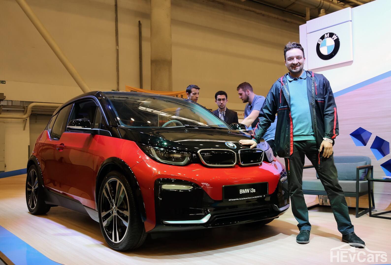 Александр Бутенко с BMW i3s на стенде компании «АВТ Бавария Украина» выставки EcoDriveExpo 2018