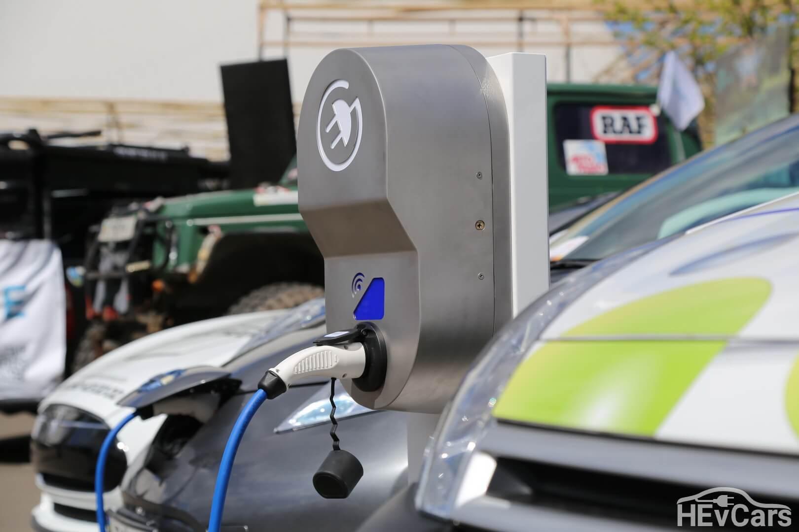 Зарядная станция от компании «ТОКА» для электромобилей
