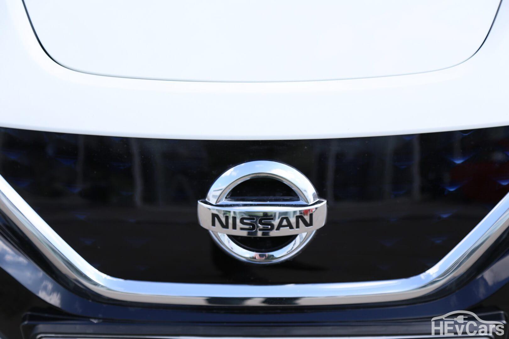 Эмблема передняя Nissan Leaf 2018