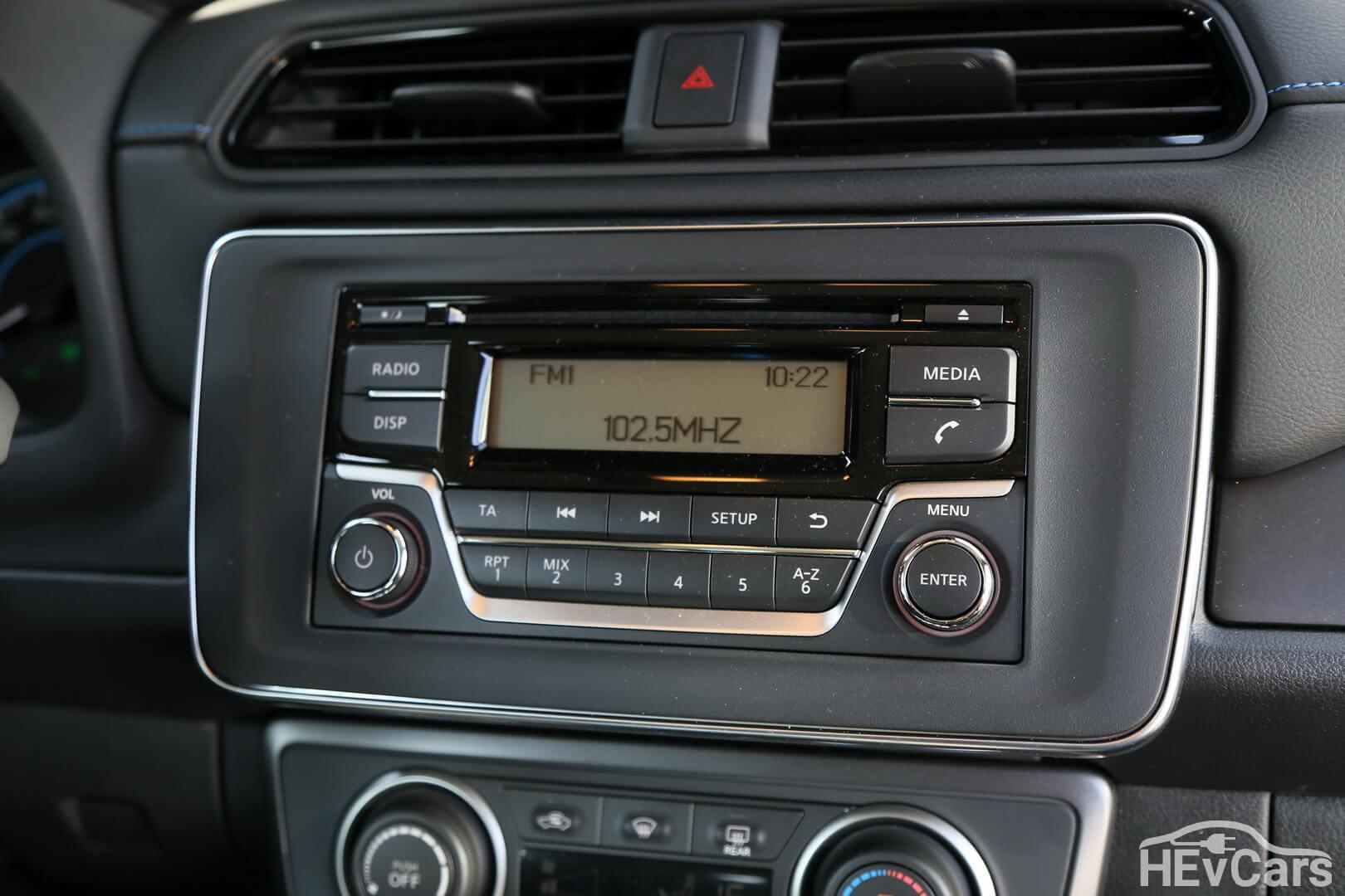 Базовая комплектация Nissan Leaf Visia без центрального дисплея