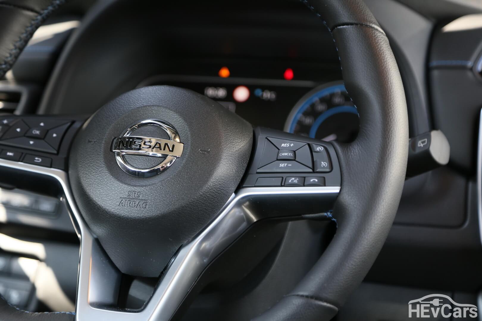 Многофункциональное рулевое колесо Nissan Leaf 2018