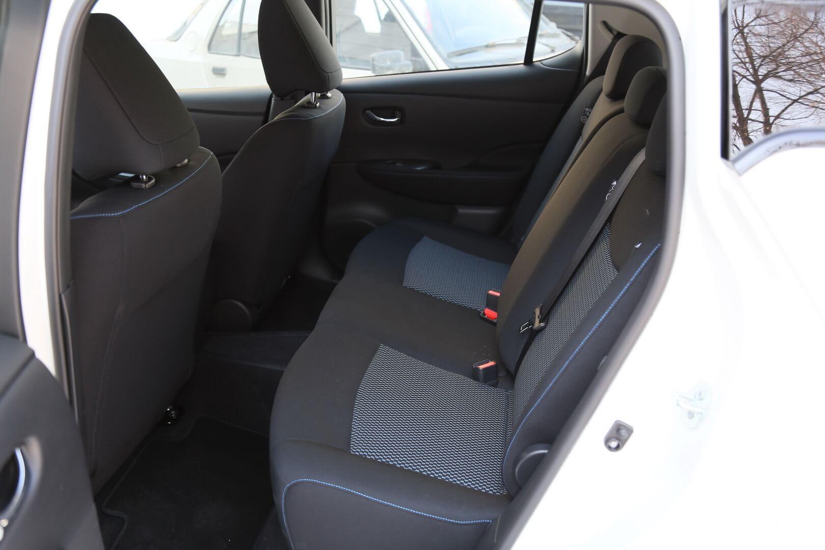 Задний ряд сидений в Nissan Leaf 2018