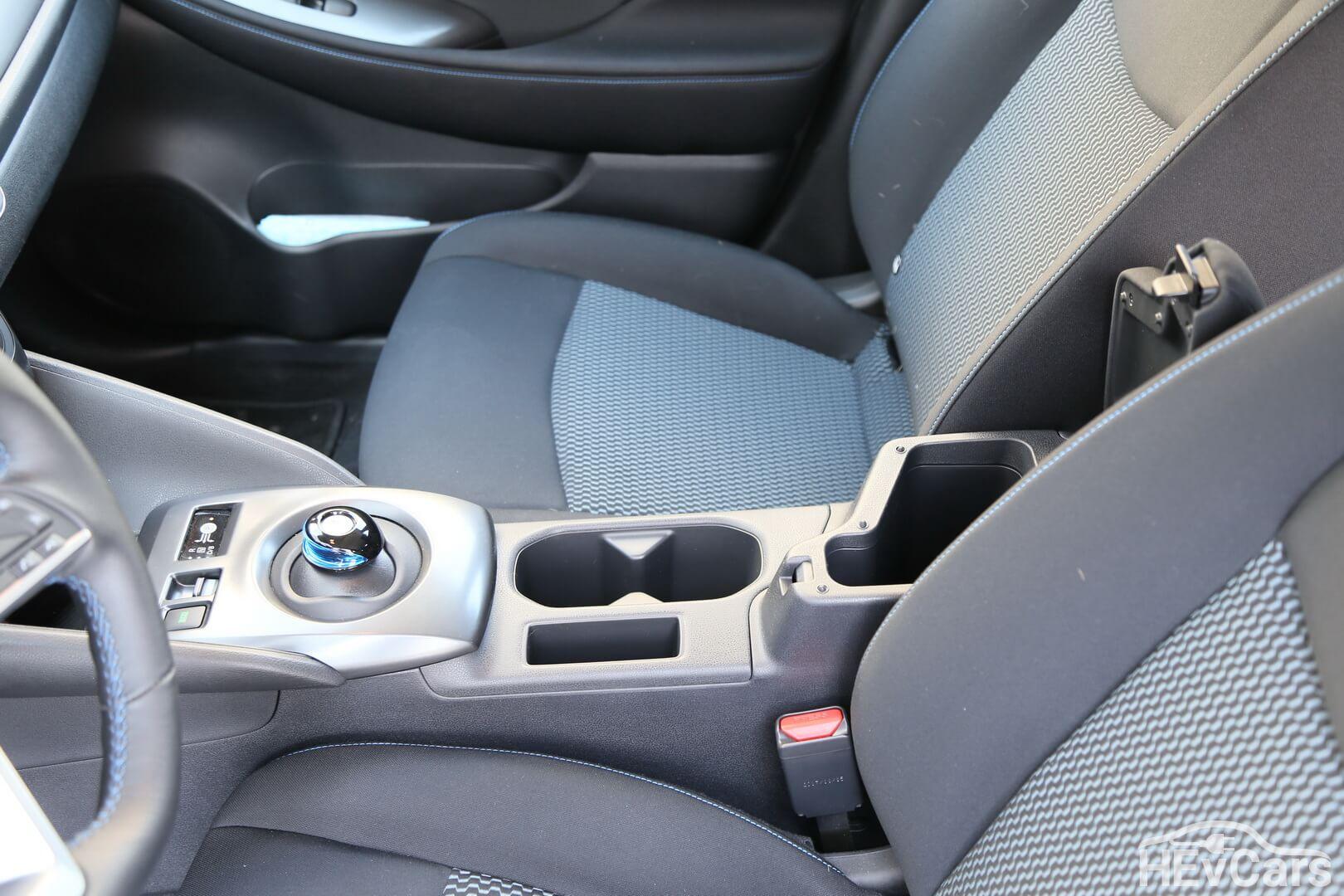 Коробка передач с подлокотником и карманом Nissan Leaf 2018
