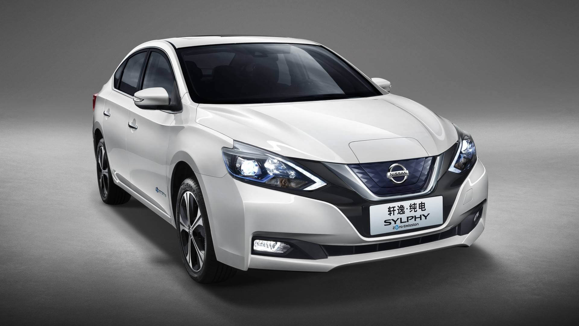 Nissan Sylphy Zero Emission базе Leaf