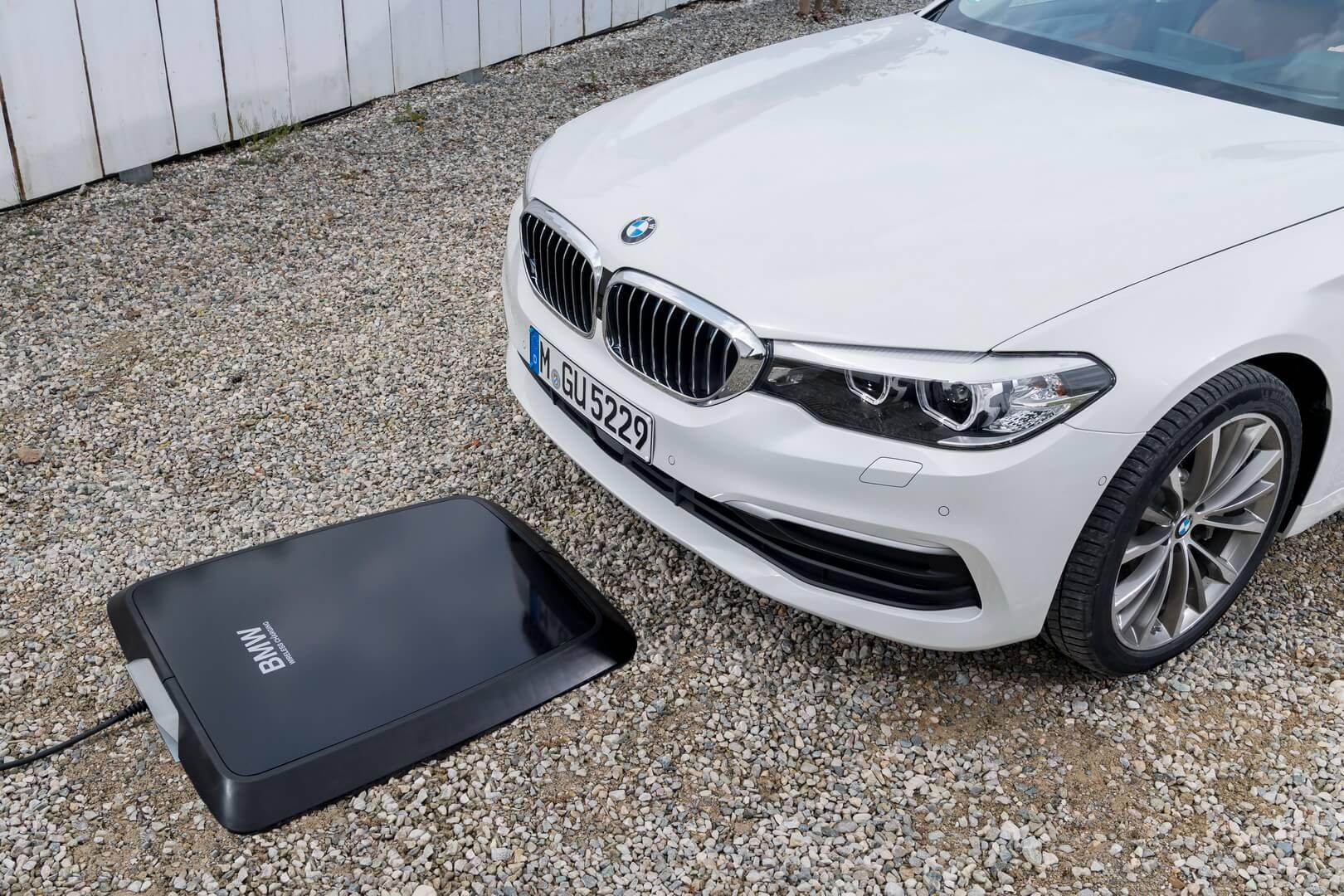 Беспроводная зарядка для плагин-гибрида BMW 530e iPerformance