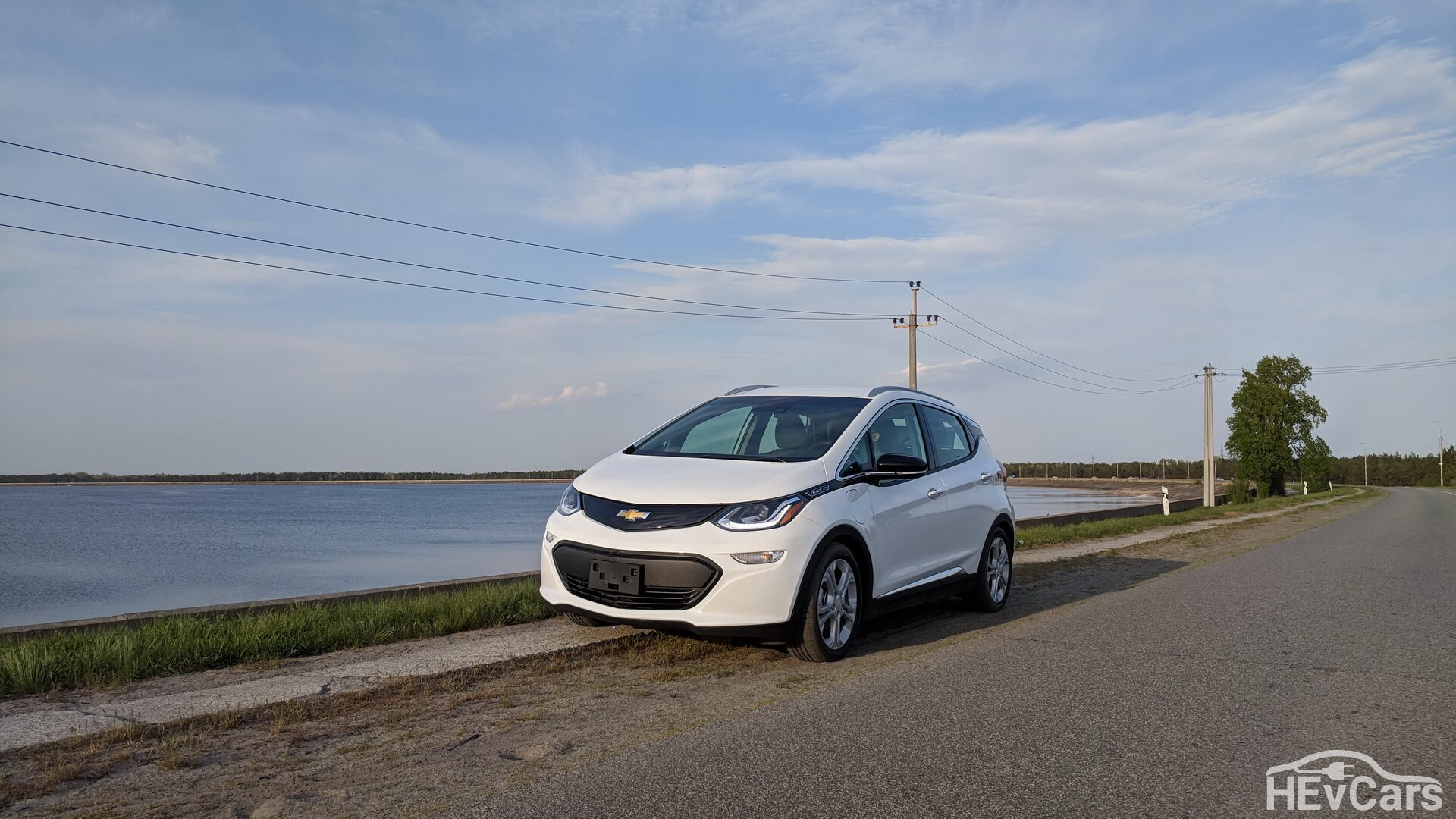 Chevrolet Bolt возле Киевской ГЭС
