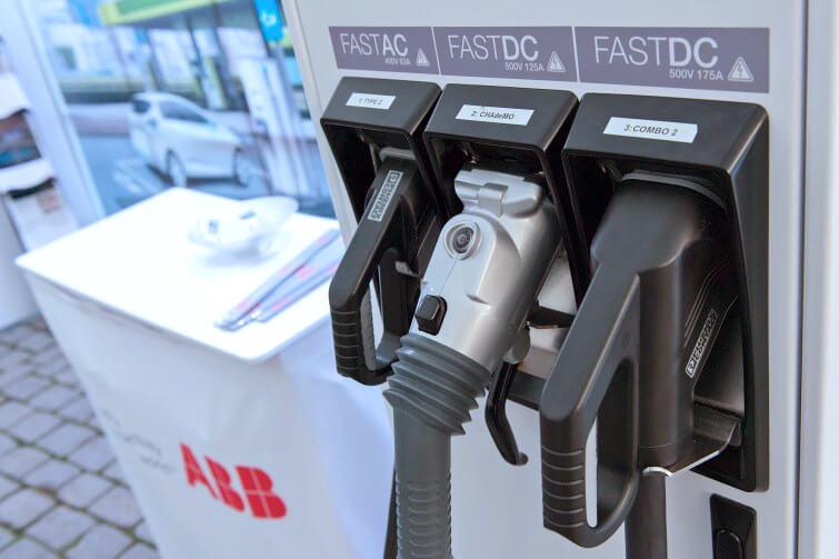 Быстрая зарядная станция ABB