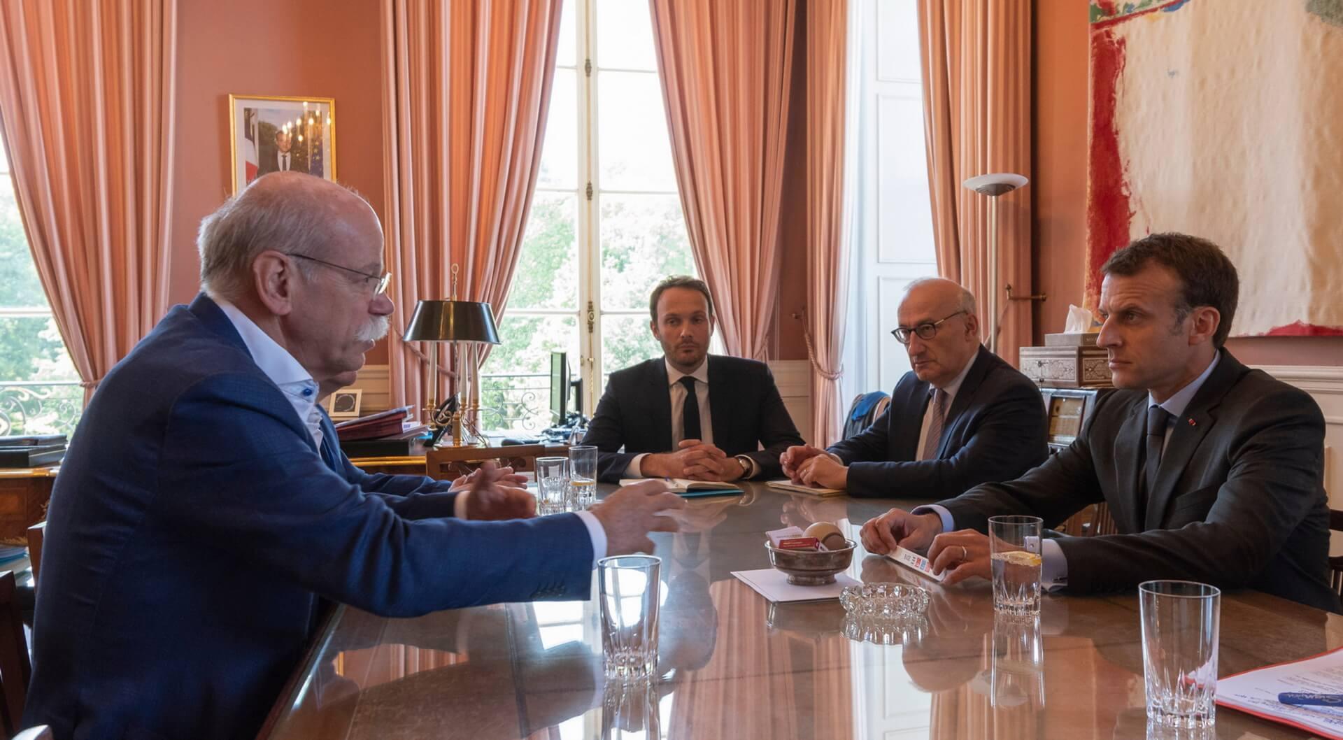 Председатель правления Daimler AG и глава Mercedes-Benz Cars, на встрече с президентом Франции Эммануэлем Макроном