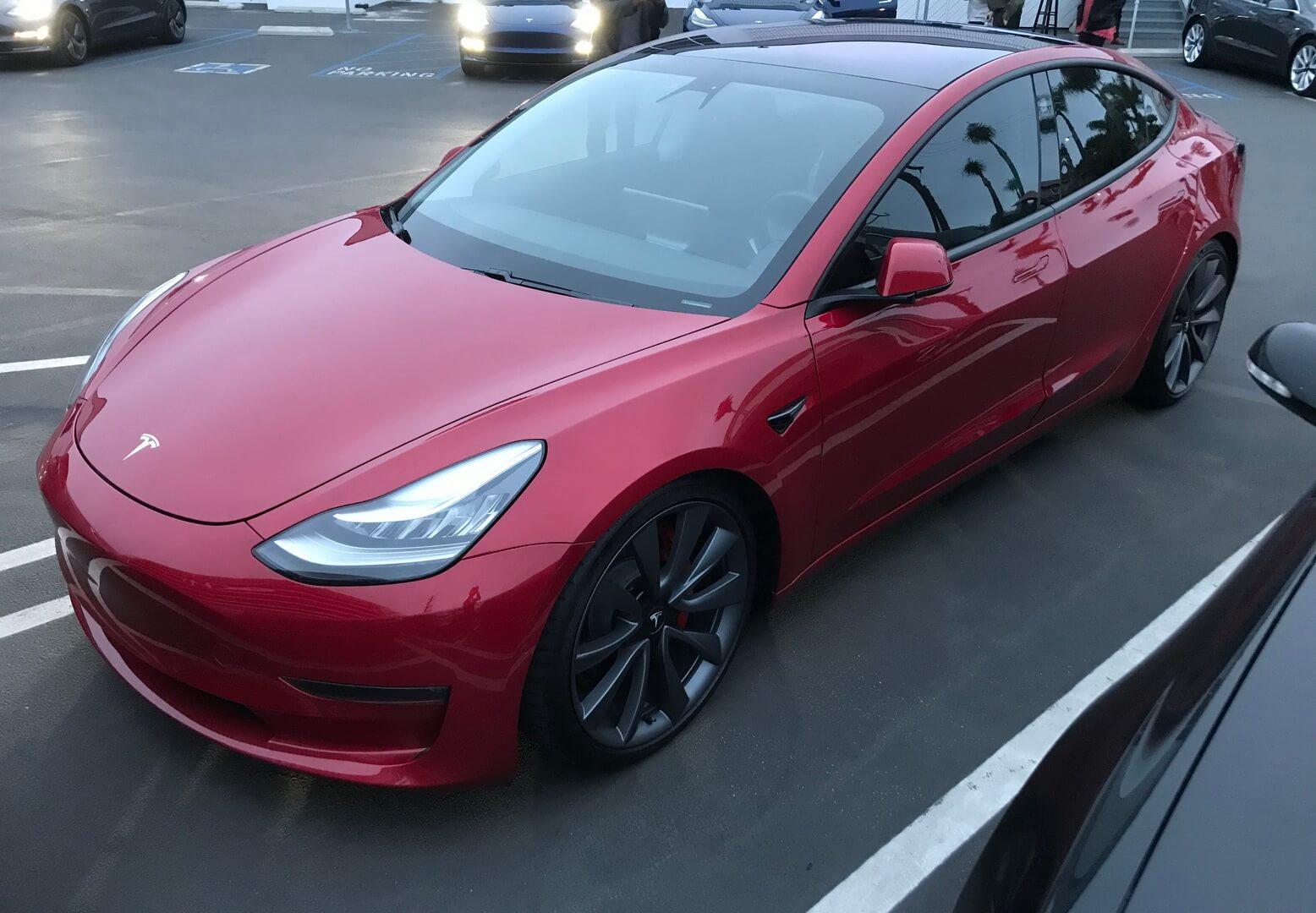 Полноприводная Tesla Model 3 с двумя двигателями