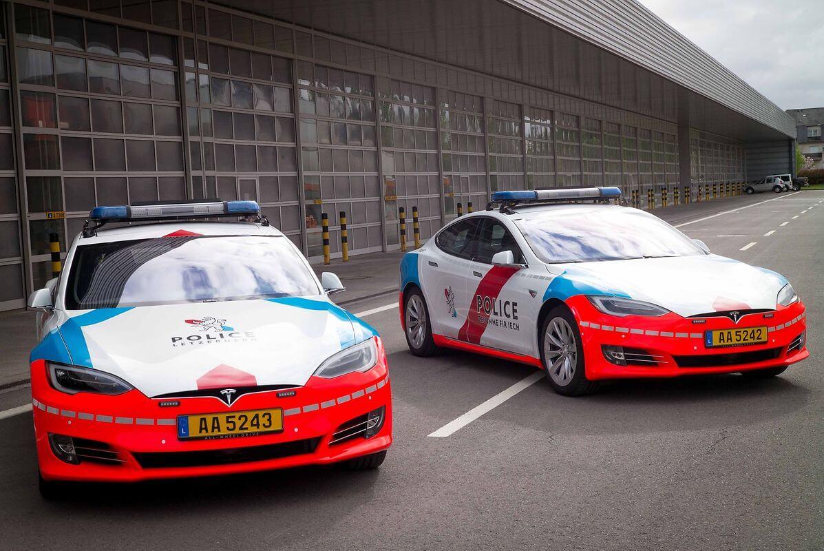 Фото патрульных электромобилей Tesla Model S в Люксембруге