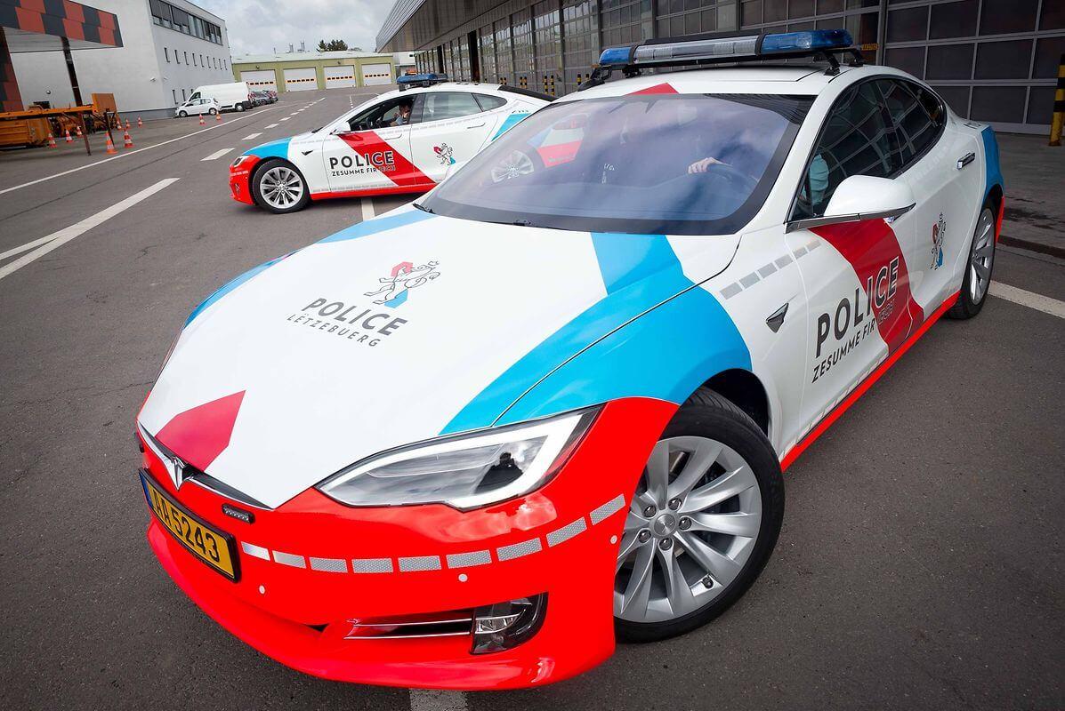 Фото патрульных седанов Tesla Model S в Люксембруге