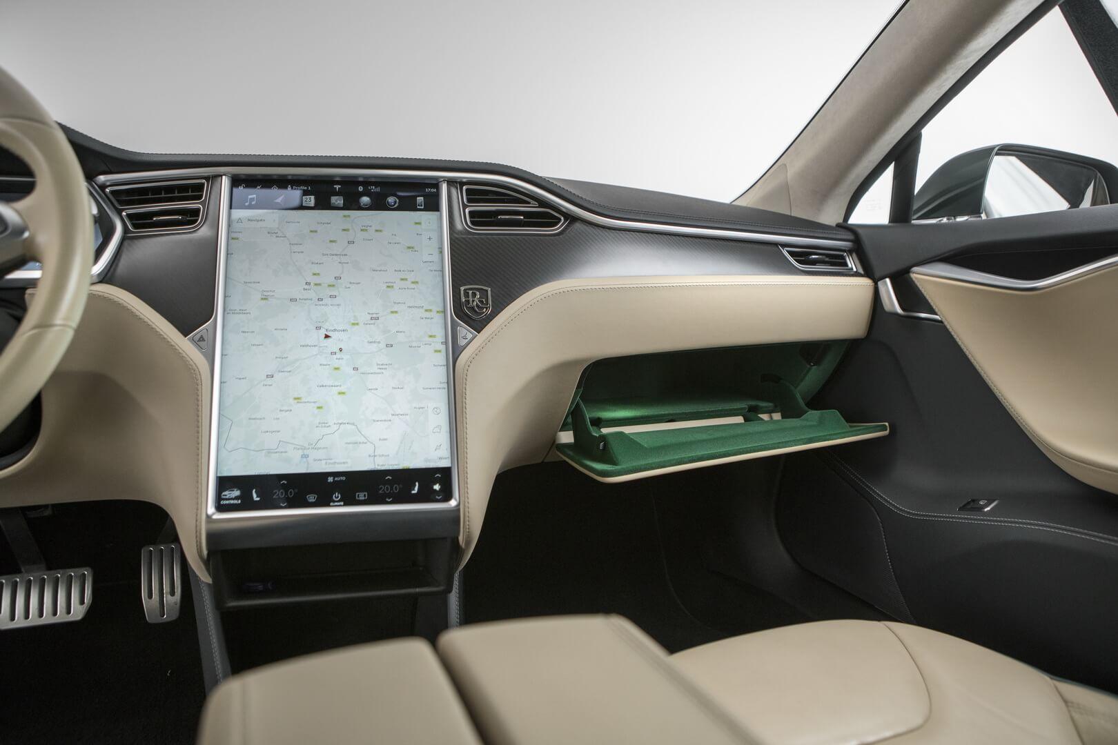 Салон универсала Tesla Model S — фото 2