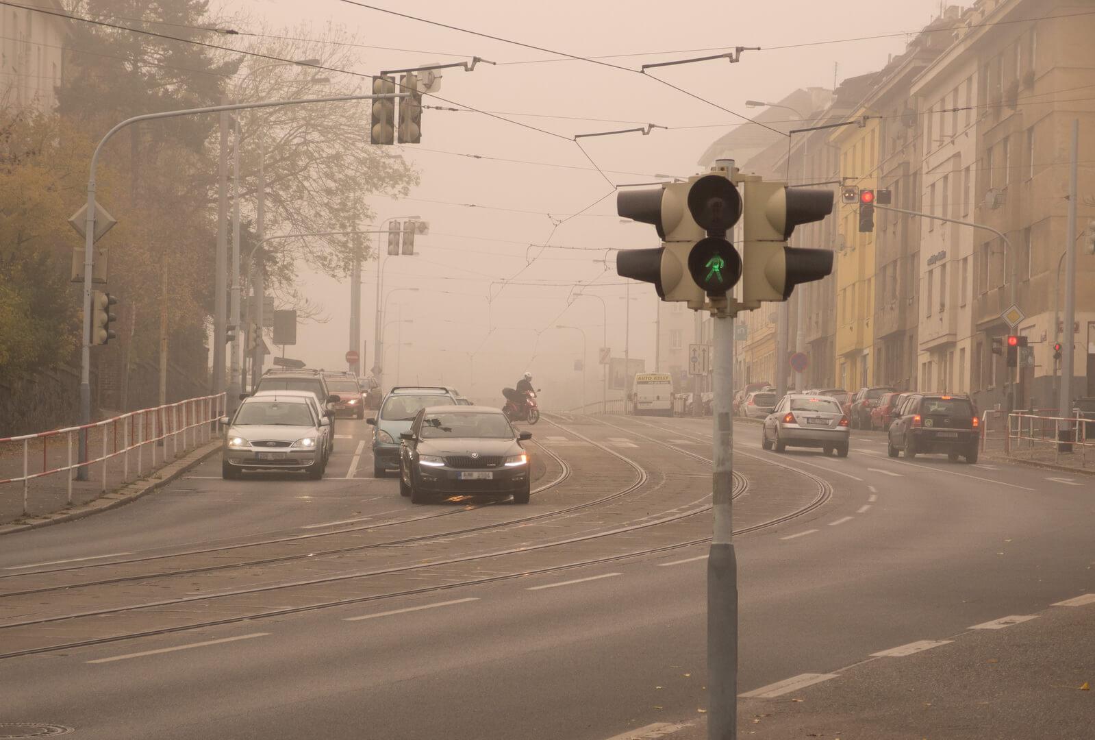 Городской смог вызванный автомобильными выбросами