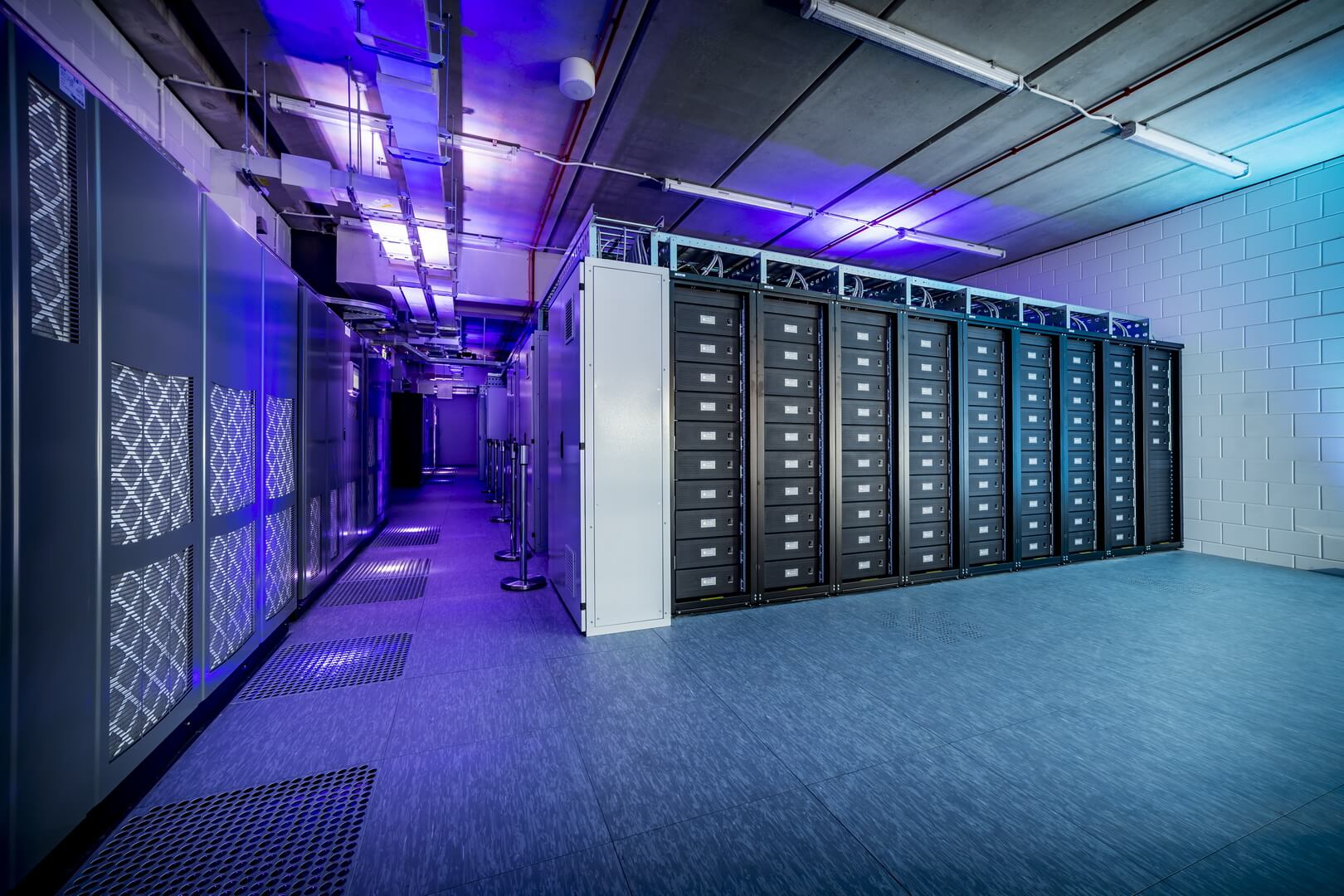 Система хранения энергии на стадионе Johan Cruijff ArenA из 148 аккумуляторов Nissan Leaf