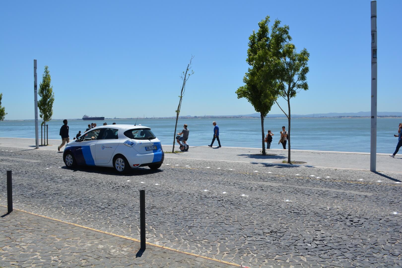Городская набережная и Renault ZOE (Lisabon, Portugal)
