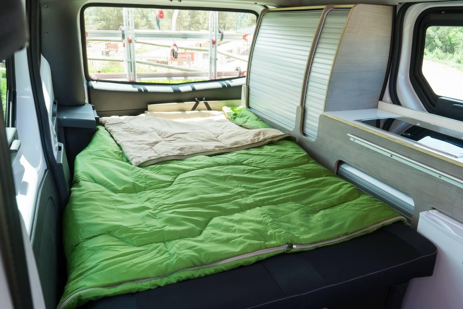 Раскладная кровать в Nissan Camper