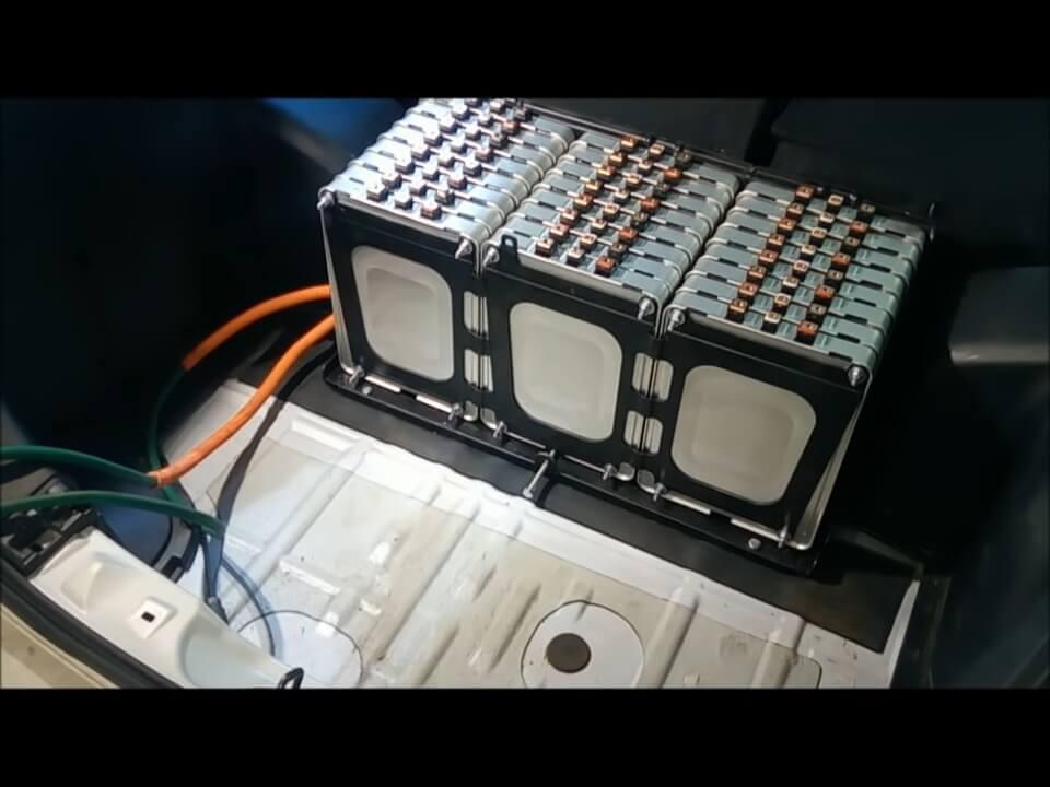Модернизация электромобиля Nissan Leaf до двух батарей