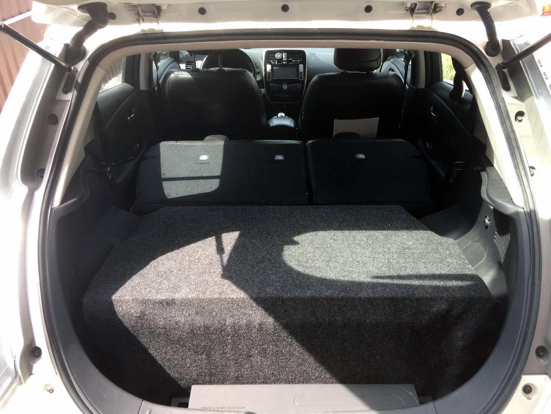 Вторая батарея в багажнике электромобиля Nissan Leaf
