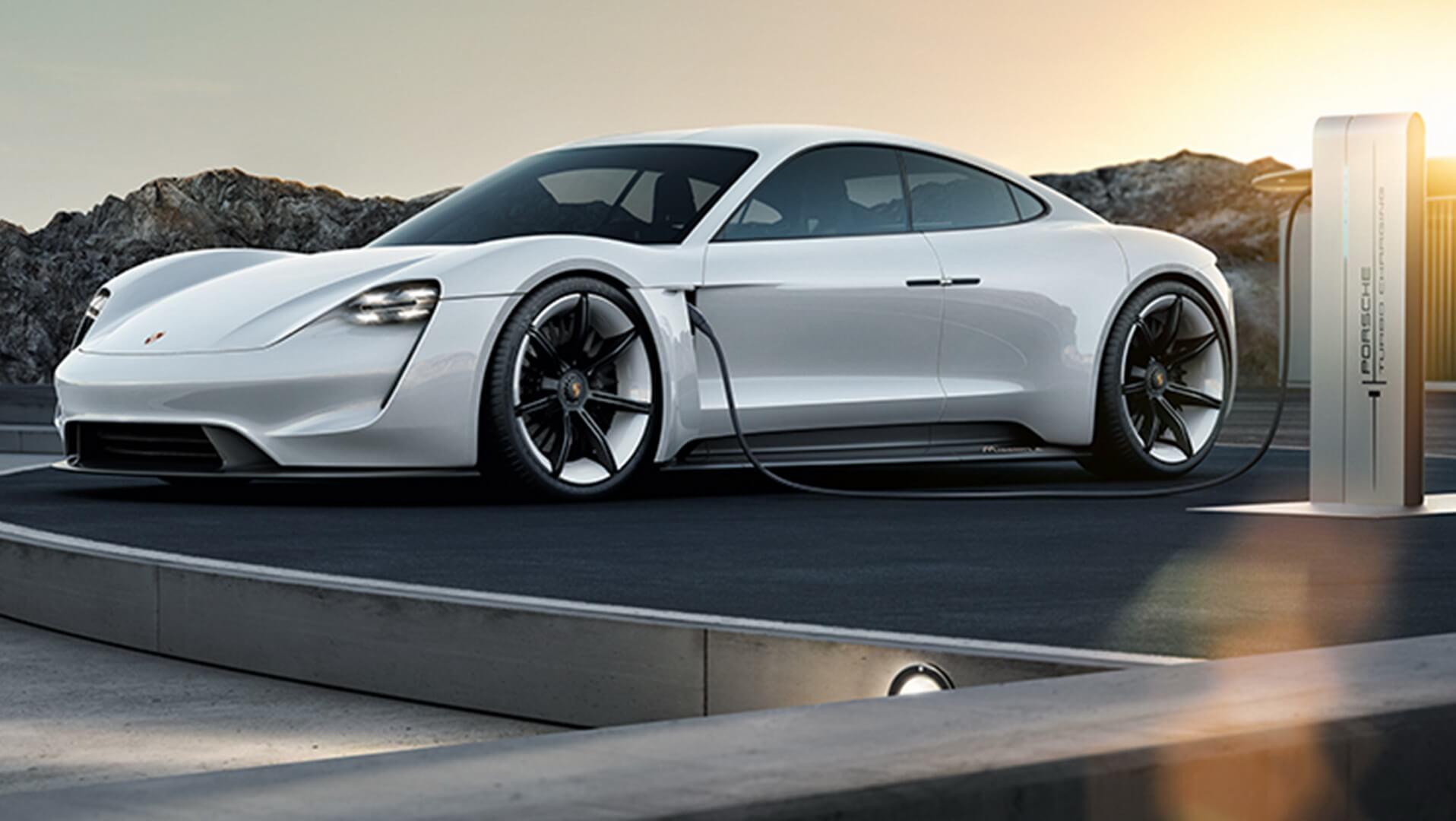 Электрический седан Porsche Taycan