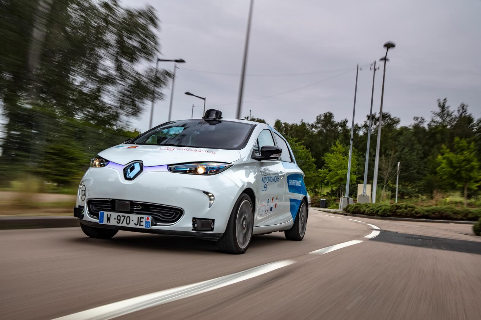 В испытаниях используются четыре электромобиля Renault ZOE