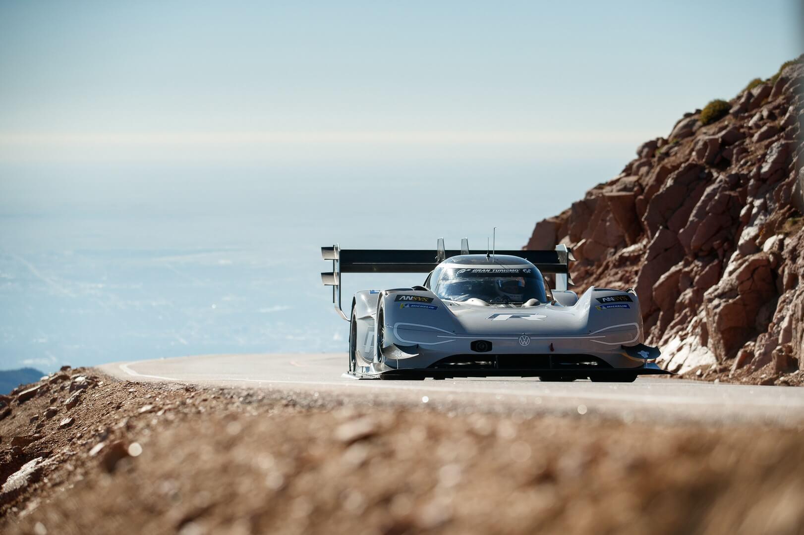 Volkswagen I.D. R Pikes Peak покоряет вершину Pikes Peak