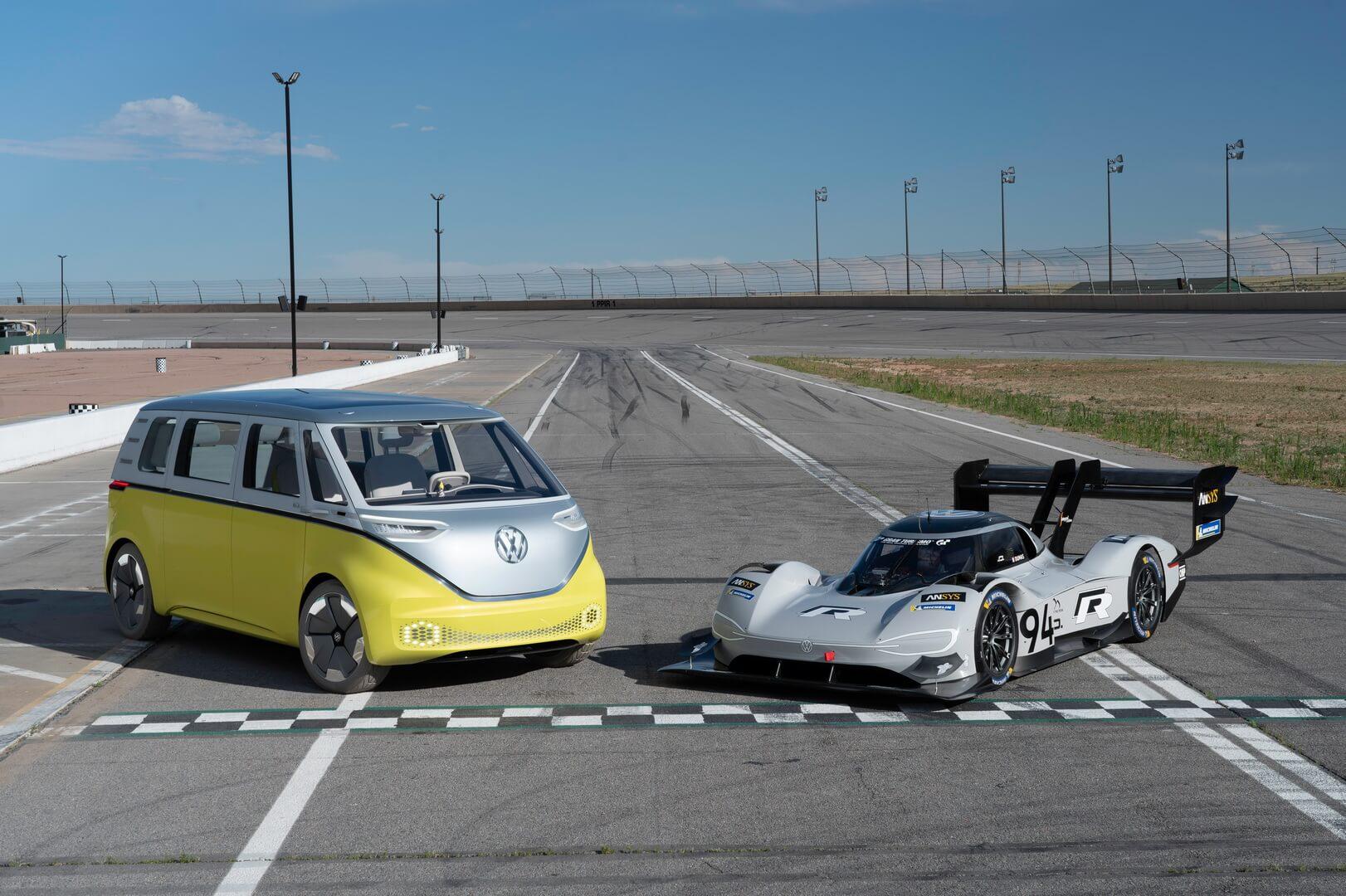 Volkswagen I.D. R Pikes Peak (справа)