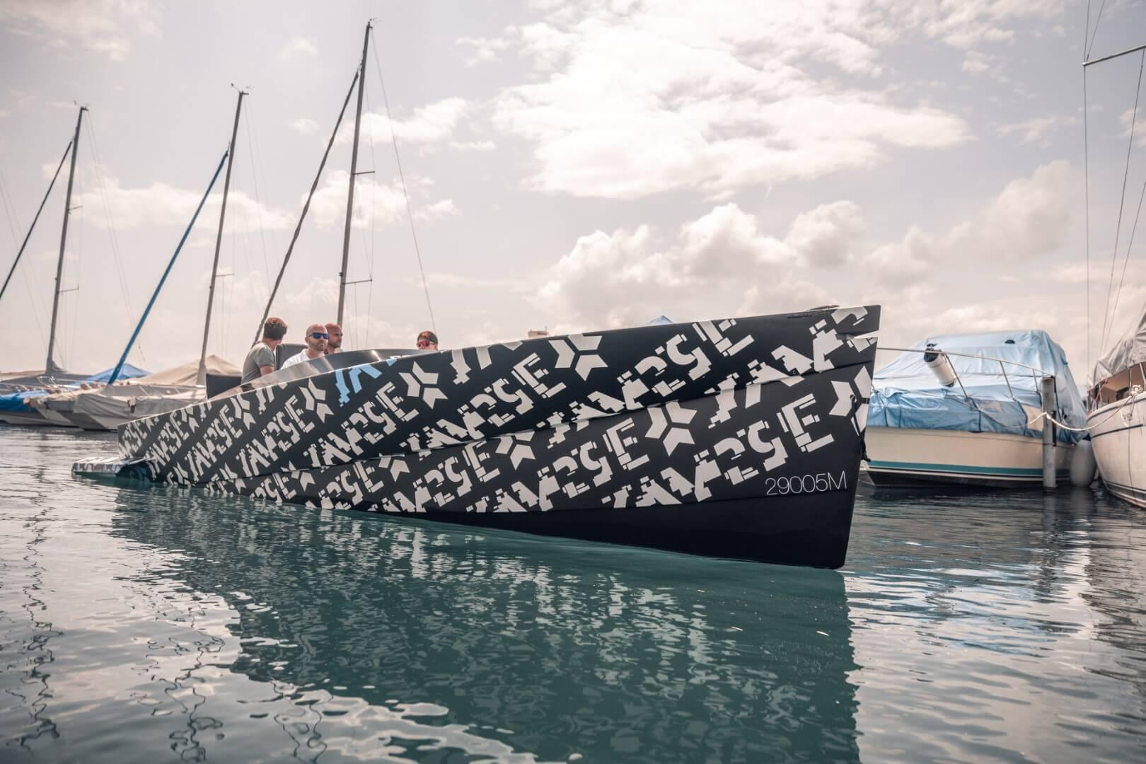 SAY29E Runabout Carbon — самая быстрая в мире электрическая лодка