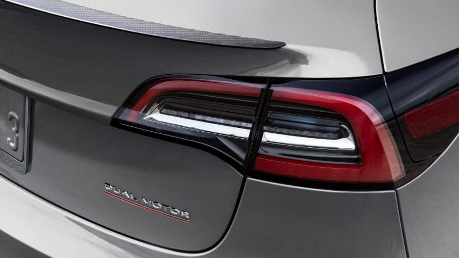 Значок Tesla Model 3 в модификации Dual Motor
