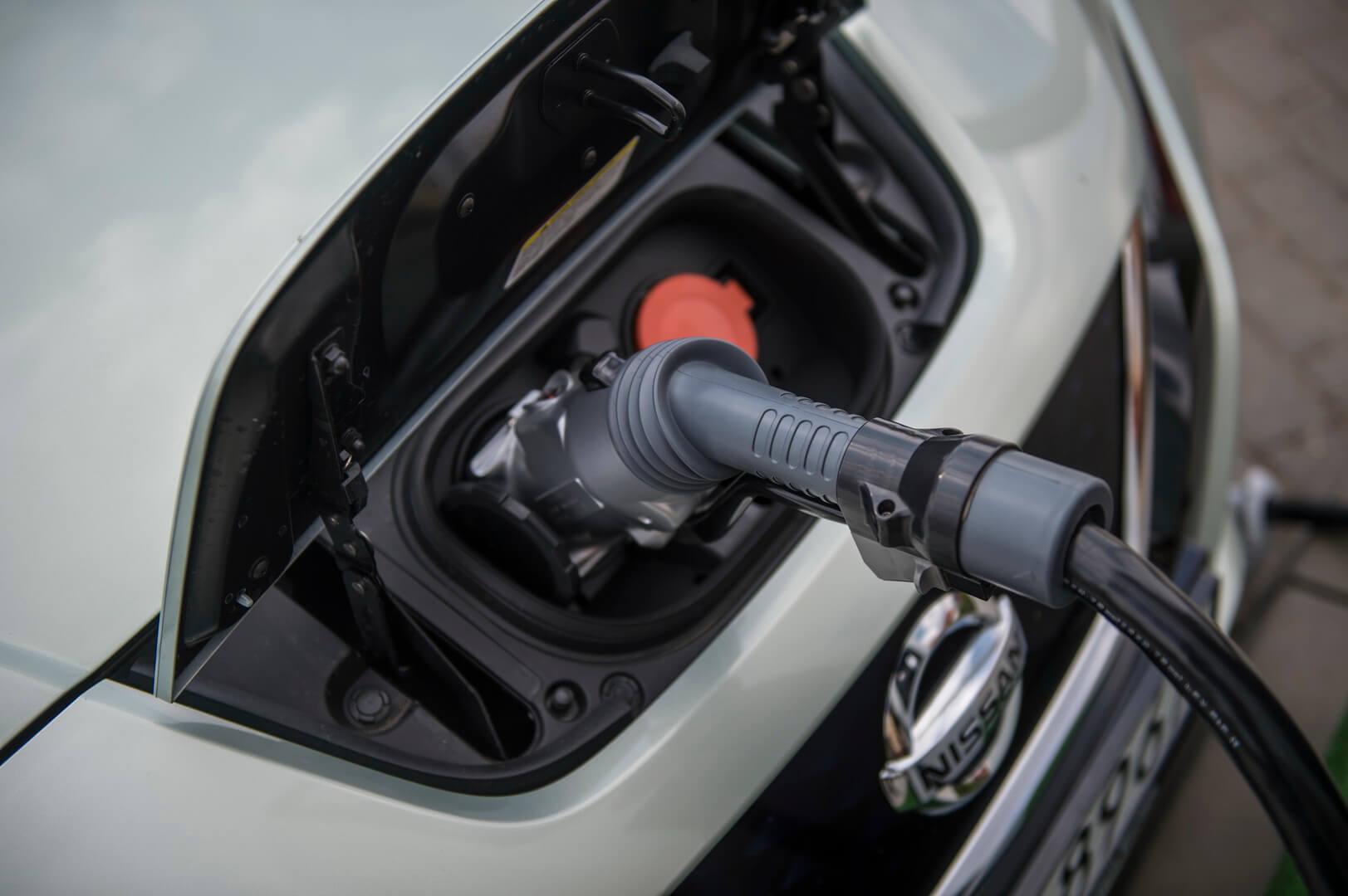Быстрая зарядка постоянным током Nissan Leaf
