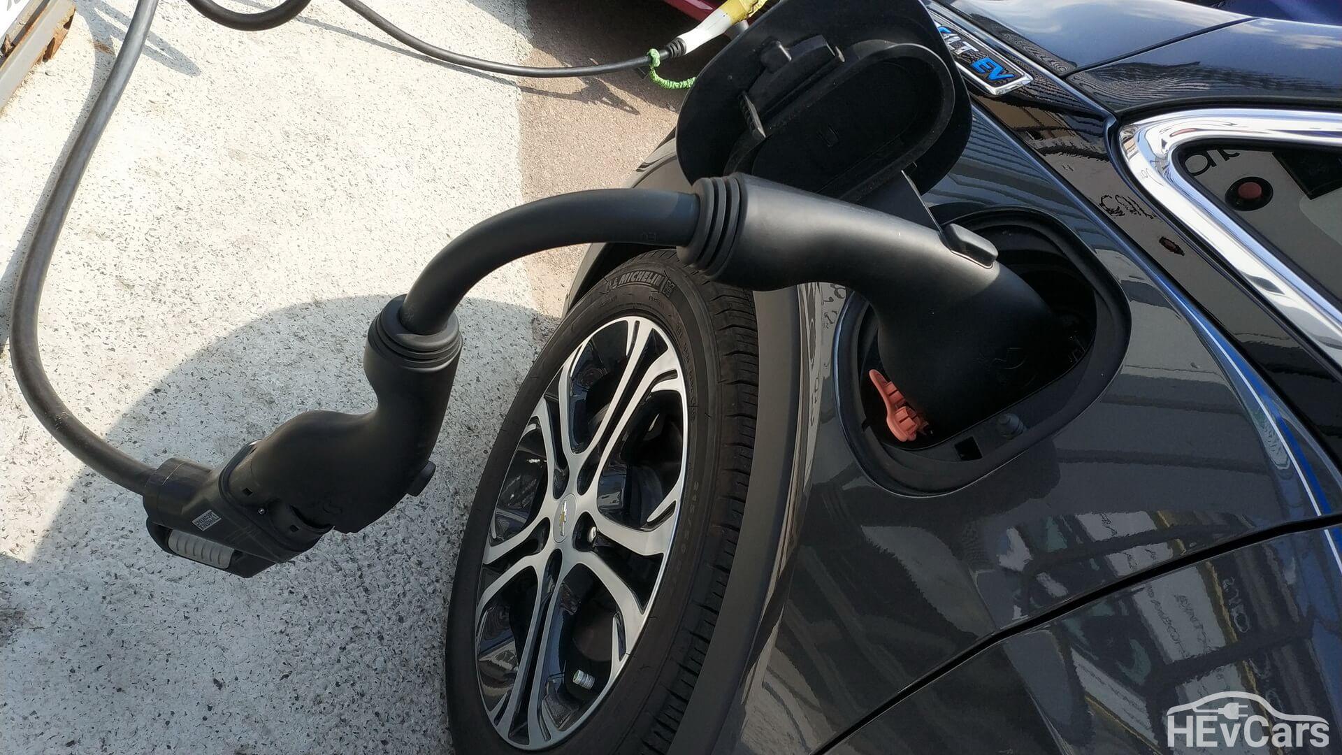 Быстрая зарядка Chevrolet Bolt EV через переходник сCCS Combo 2на CCS Combo1