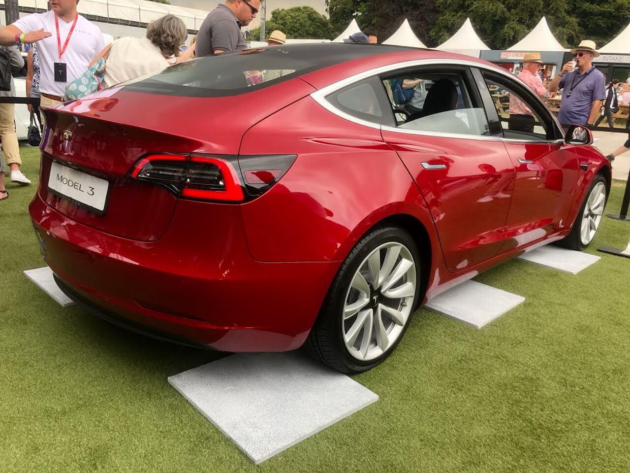 Tesla привезла Model 3 в Европу в рамках своего показа на Фестивале скорости Гудвуда в 2018 году