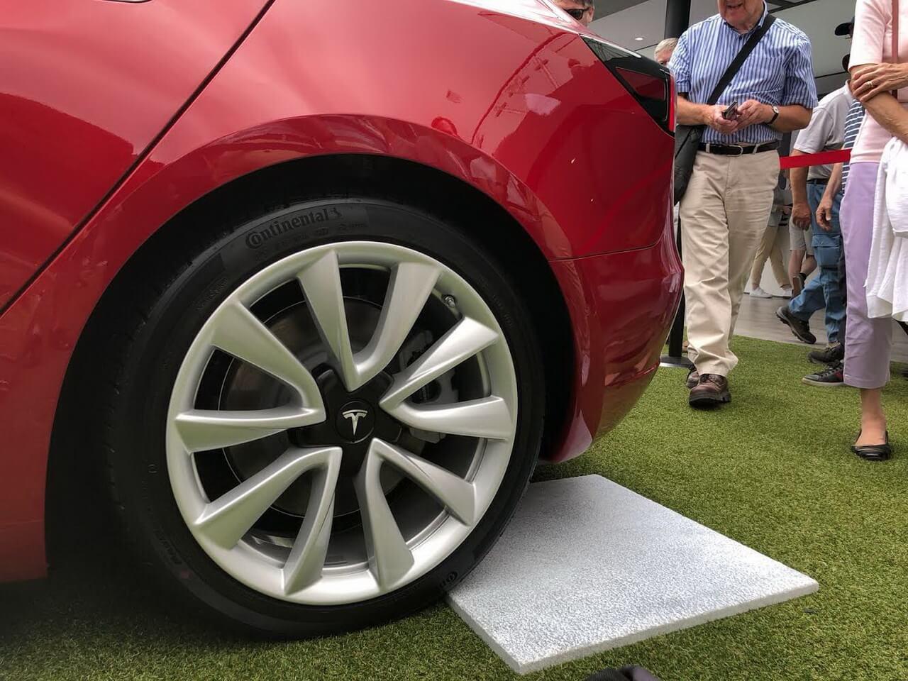 Tesla Model 3 на Фестивале скорости в Гудвуде