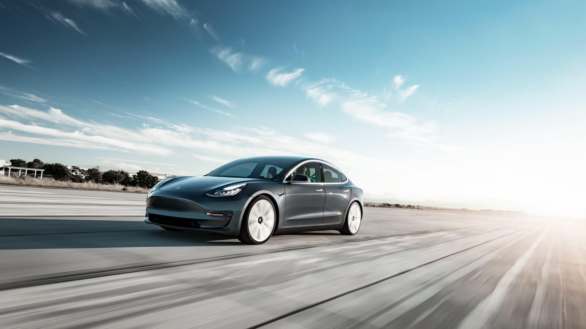 Фотография экоавто Tesla Model 3 Mid Range - фото 11